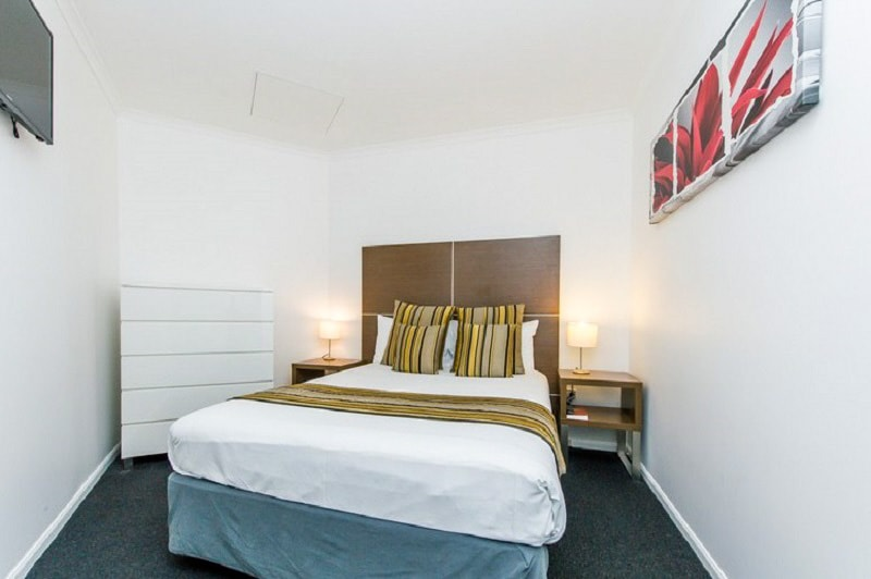 Alpha Hotel Canberra - One Bedroom Apartment - Bedroom